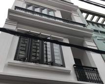 Bán nhà xây độc lập, sân cổng riêng đường Chùa Hàng, giá 2,95 tỷ