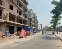 Bán lô đất đẹp mặt đường Thế Lữ