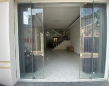 Bán nhà đường Thiên Lôi. Ô tô đỗ cửa. Nhà có sân cổng. Giá 2,2 tỷ. LH: 0906 111 599